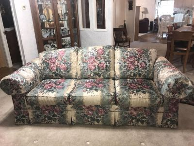 Couch/Sofa in Excellent condition!