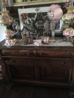 Beautiful Tiger Oak buffet- claw feet itch wheels