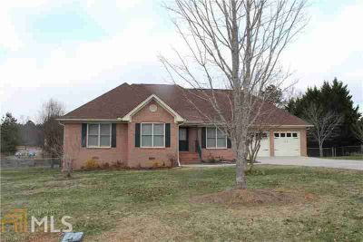 724 Calloway Dr Rockmart Three BR, 4-Sided Brick Ranch Home Is