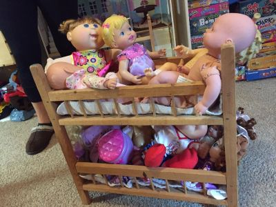 Wooden bunk beds including all dolls