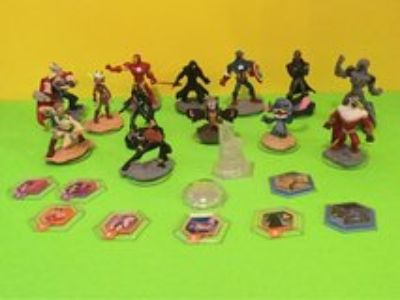Disney Infinity Characters, power discs and play set piece