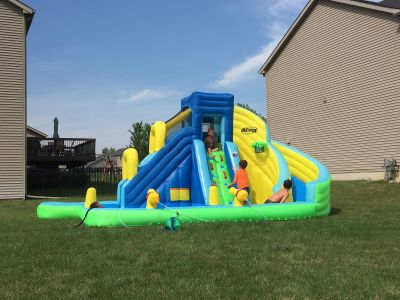 Large inflatable water slide/pool