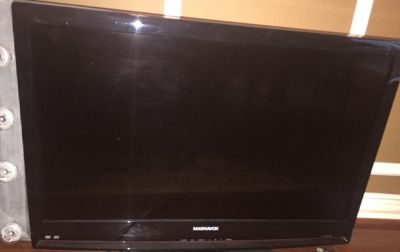 "MAGNAVOX 32"" Black 720p LCD HDTV With Built-In DVD Player"