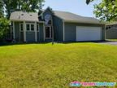 Quick move 3BD, Two BA Home in Coon Rapids!