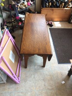 Coffee table 49 l expandable sides good condition need pu asap 17 tall