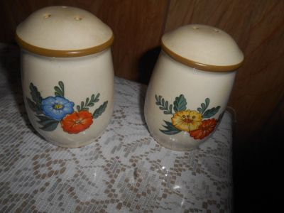 KAYMENSATEIN Floral Salt & Pepper Shaker Set! 2pc Made in Taiwan