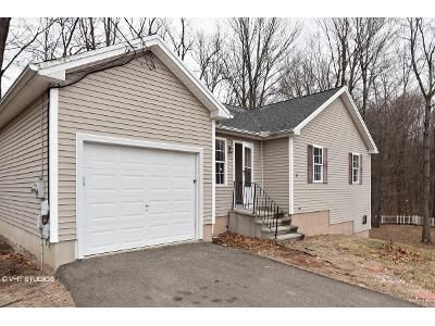 3 Bed 2 Bath Foreclosure Property in Meriden, CT 06450 - Detroit Ave