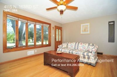 Gorgeous 3bdrm Brookfield Single-Family