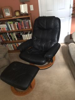 Recliner chair with foot rest