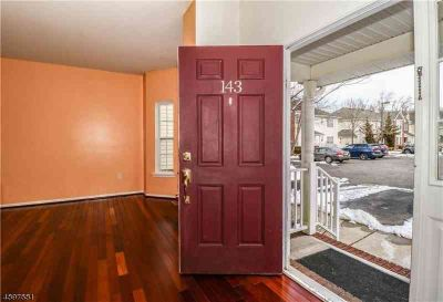 143 Forest Dr PISCATAWAY Two BR, Spacious townhome featuring