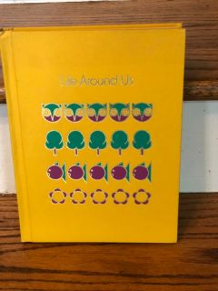 Vintage 1971 LIFE AROUND US Volume 4 Childcraft The How and Why Library. Great condition hardback
