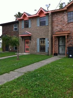 $900, 3br, Three bedrooms Townhose For Rent
