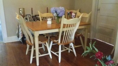 Oak kitchen set with 6 chairs and the leaf to enlarge the table