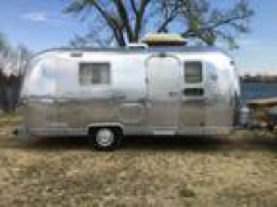 1974 Vintage Airstream Globetrotter 21 Ft Travel Trailer