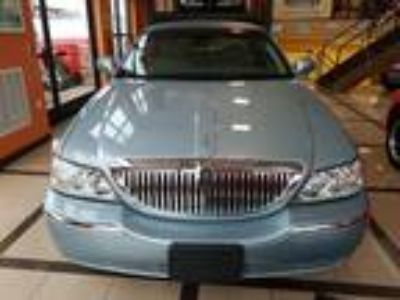 $15985.00 2009 Lincoln Town Car with 65702 miles!