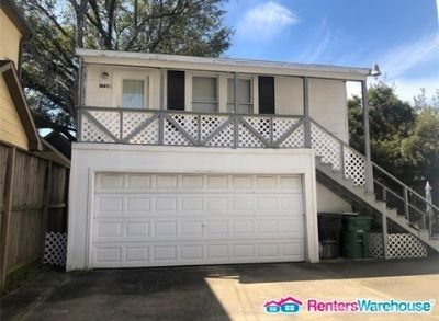 Charming garage apartment for lease in River Oaks!!