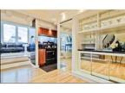 This great Three BR, Three BA sunny apartment is located in the Back Bay area on