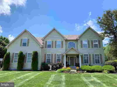 10 Salinger CT SEWELL Four BR, Gorgeous executive home with open