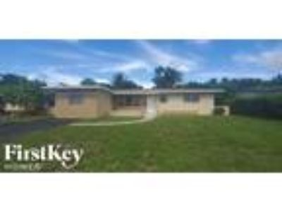 621 SW 69th Ter Pembroke Pines, FL 33023 - 4/2 1753 sqft