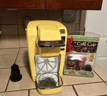 Yellow Single Serve Keurig Coffee Maker Like New W/ New Accessories