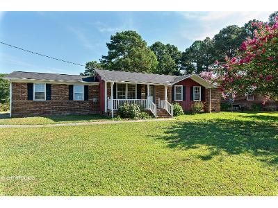 3 Bed 2 Bath Foreclosure Property in Kenly, NC 27542 - Pineview Rd
