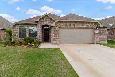 513 Firethorn Court BURLESON Three BR, Charming 1-story brick