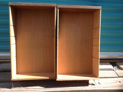 2 wooden drawers