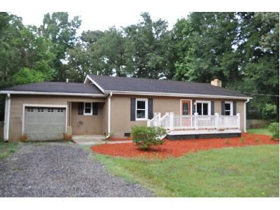 3 Bed 2 Bath Foreclosure Property in North Charleston, SC 29405 - Dorsey Ave
