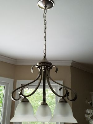 Ceiling/hanging Lamp with 3-lights/bulbs in a chrome finish