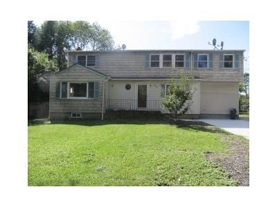5 Bed 3 Bath Foreclosure Property in Central Islip, NY 11722 - Root Ave