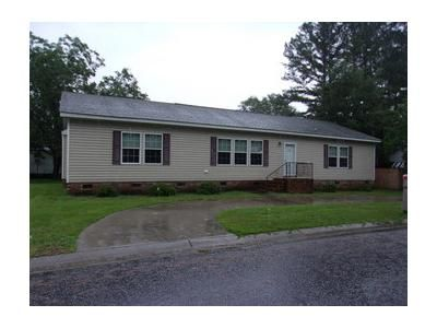 3 Bed 2 Bath Foreclosure Property in Lumberton, NC 28358 - Birch St