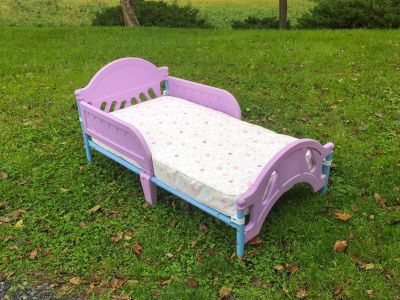 Toddler Bed w/like new mattress **READ PICK-UP DETAILS BELOW