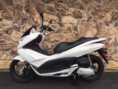 2011 Honda PCX 250 - 500cc Scooters Aurora, IL