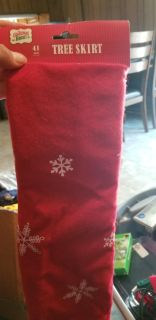 Red with white snowflake Tree skirt new 41 in