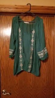 Maurices green and cream lo g sleeve top
