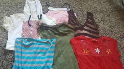 Women's tops size medium 2 dollars for the lot of 6 tops