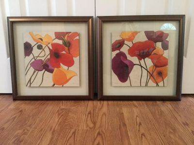A Pair of Lovely Poppy Prints in Copper Toned Frame s. Rich, vibrant colors. 18 by 18 each. Very Good Condition. PU near Innsbrook.
