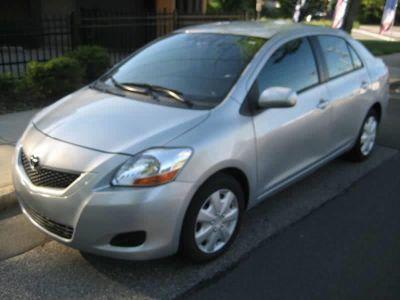 2010 Toyota Yaris Base (Gray)