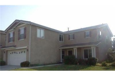 House in move in condition in Sylmar. Washer/Dryer Hookups!