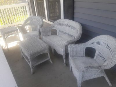 White Wicker 5-pc Patio Furniture