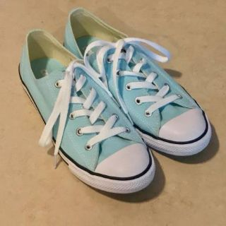 Women's LowTop Converse Shoes Worn Once Size 8