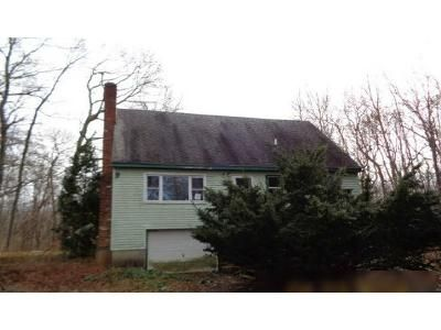 4 Bed 1 Bath Foreclosure Property in East Hampton, CT 06424 - R E High St