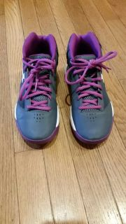 Like new size 4.5 under armour basketball shoes
