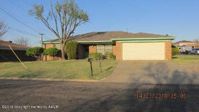1100 Coffee Dr Borger Three BR, This is a very nice home with