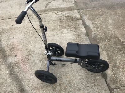 LIKE NEW KNEE SCOOTER