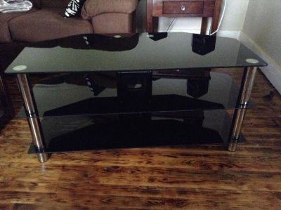 GREAT DEAL Glass TV stand, excellent condition $70