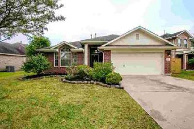 918 Bent Sail Lane League City Three BR, beautiful one story home