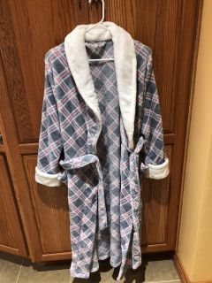 Like new size large robe from Kohl s pd $50 for sale $15 no holds