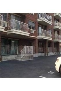 Condo - 2 bedrooms - 2 bathrooms - come and see this one.