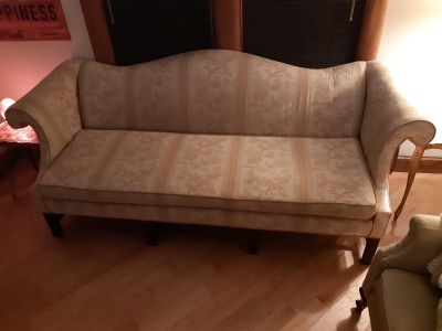 Lovely couch free to good home- pick up asap